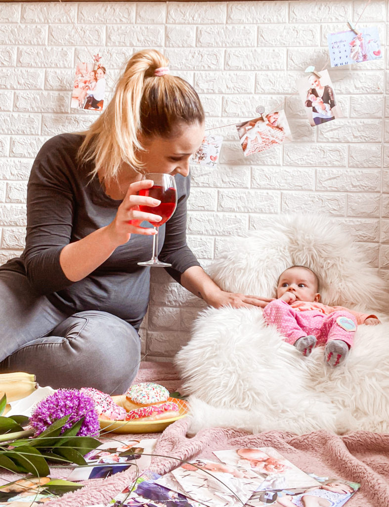 piknik, mama in hčerka